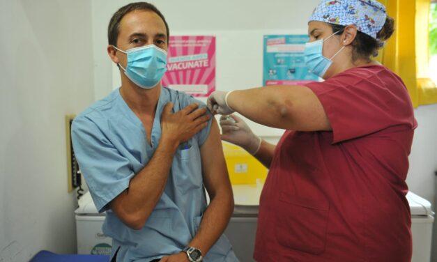 Provincia ya vacunó a más de 100 mil trabajadores de la salud