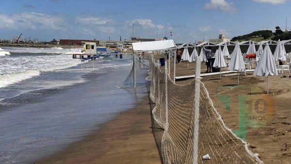 """Denuncian un """"constante avance del sector privado"""" sobre las playas públicas en Mar del Plata"""