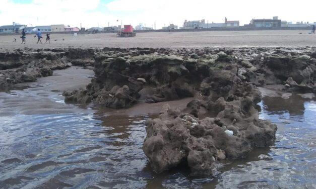 Preocupación por la erosión costera: en las playas de Claromecó apareció un gran banco de piedras