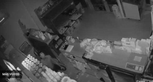 """""""Hombre laucha"""" robó en una panadería de Mar de Ajó – Mirá el video"""