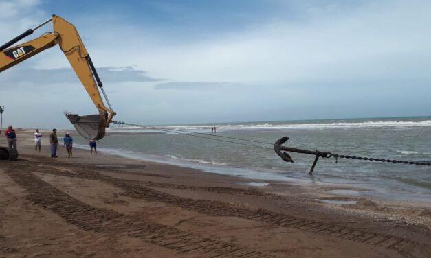 Sorprendente: en las playas de San Cayetano aparecieron dos antiguas anclas con 300 metros de cadenas
