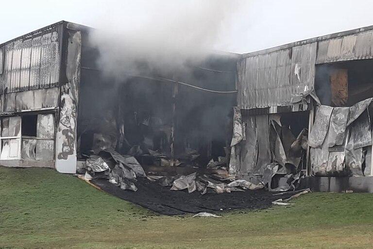 Un incendio arrasó la fábrica de chacinados de Cagnoli en Tandil
