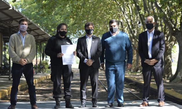 Kicillof y Ustarroz entregaron más de 500 escrituras en Mercedes