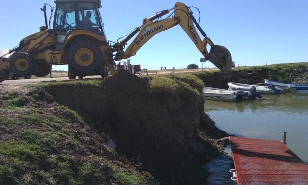 Guaminí: avanza la obra de bajada de embarcaciones y cobro del derecho de pesca en lago del monte