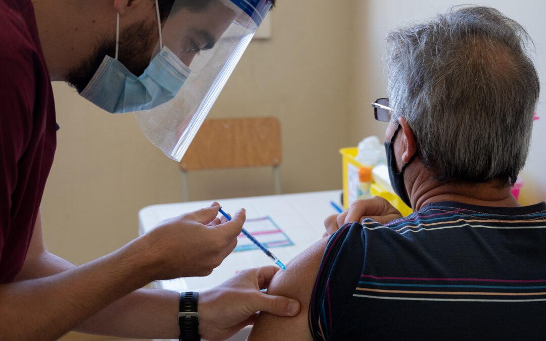 Provincia habilitó a los extranjeros a inscribirse para recibir la vacuna contra el covid