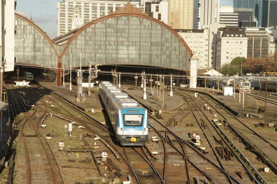 En su primer día de gestión, el ministro de Transporte anunció la renovación total del Tren Mitre