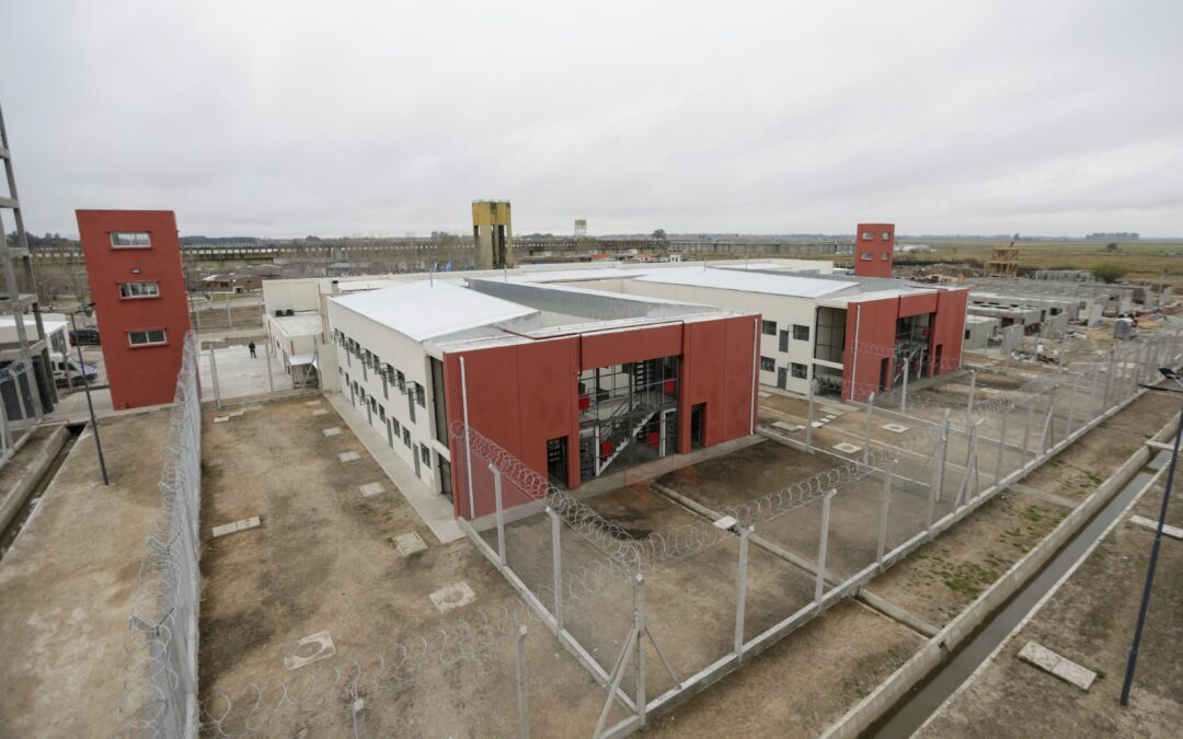 Kicillof inauguró una alcaidía y dos hospitles modulares en el complejo penitenciario de Florencio Varela
