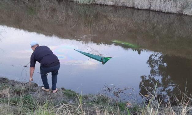 Fueron a pescar, el Rastrojero se quedó sin frenos y terminaron adentro de un arroyo