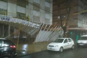 Volaron techos debido a las fuertes ráfagas de viento. Fotos 0223