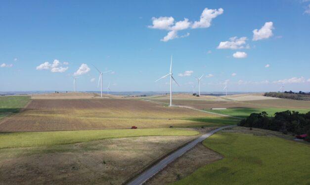 Terminó la obra del Parque Eólico los Teros de Azul, uno de los más grandes del país