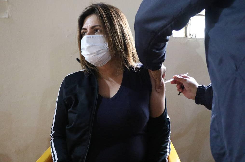 """Los mayores de 40 sin enfermedades previas empezaron a recibir sus turnos y los mayores de 55 tendrán """"vacunación libre"""""""