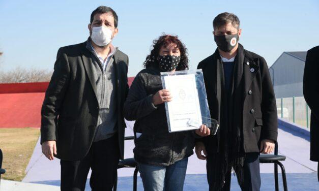 Fernando Moreira y Axel Kicillof entregaron escrituras a familias de San Martín