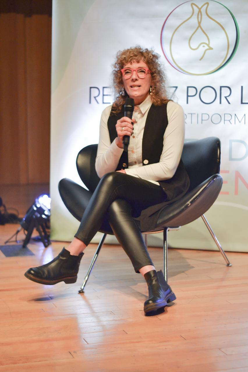 Dra. Cecilia Del Carmen Pozzo, que presentó una ponencia sobre el aporte del Coaching ontológico en los valores de la convivencia