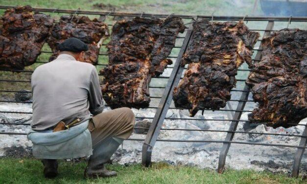 """Productores bahienses prometen un """"asado gratis"""" para mostrar la diferencia """"entre un novillo y una vaca china"""""""