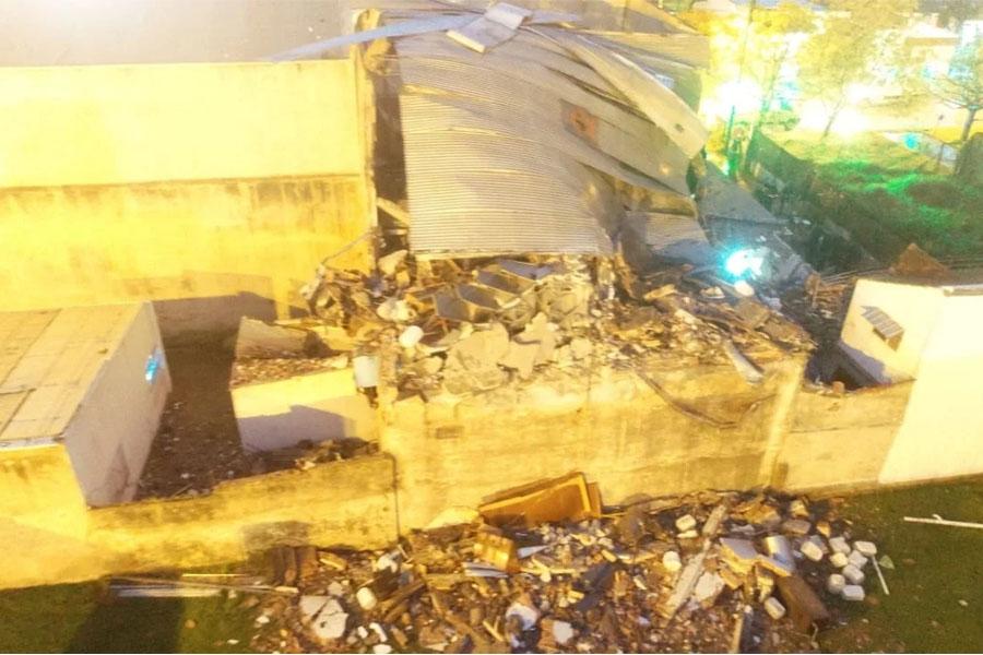 Hallan el cadáver de una mujer entre los escombros tras la explosión
