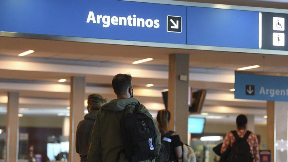 Provincia multará con más de 4 millones de pesos a quienes volvieron del exterior y no se aislaron