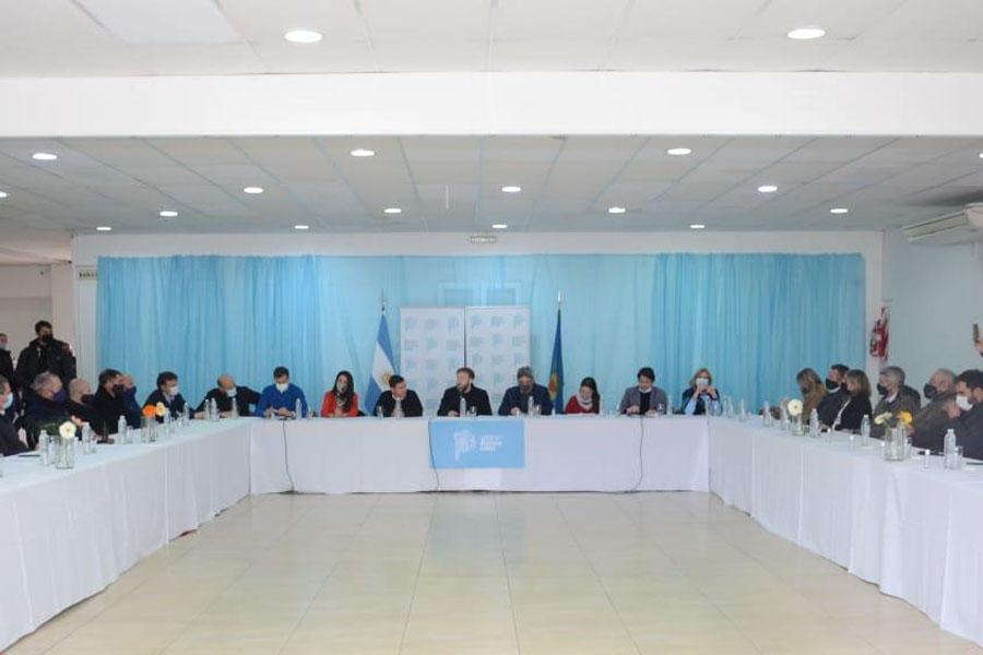 Federico Otermín participó de una reunión en Olavarría con representantes de empresas, sindicatos y universidades
