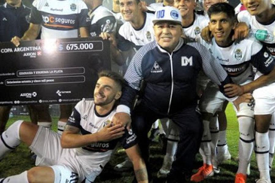 Maradona luego de ganarle a Sportivo Barracas, club donde milita Maciel
