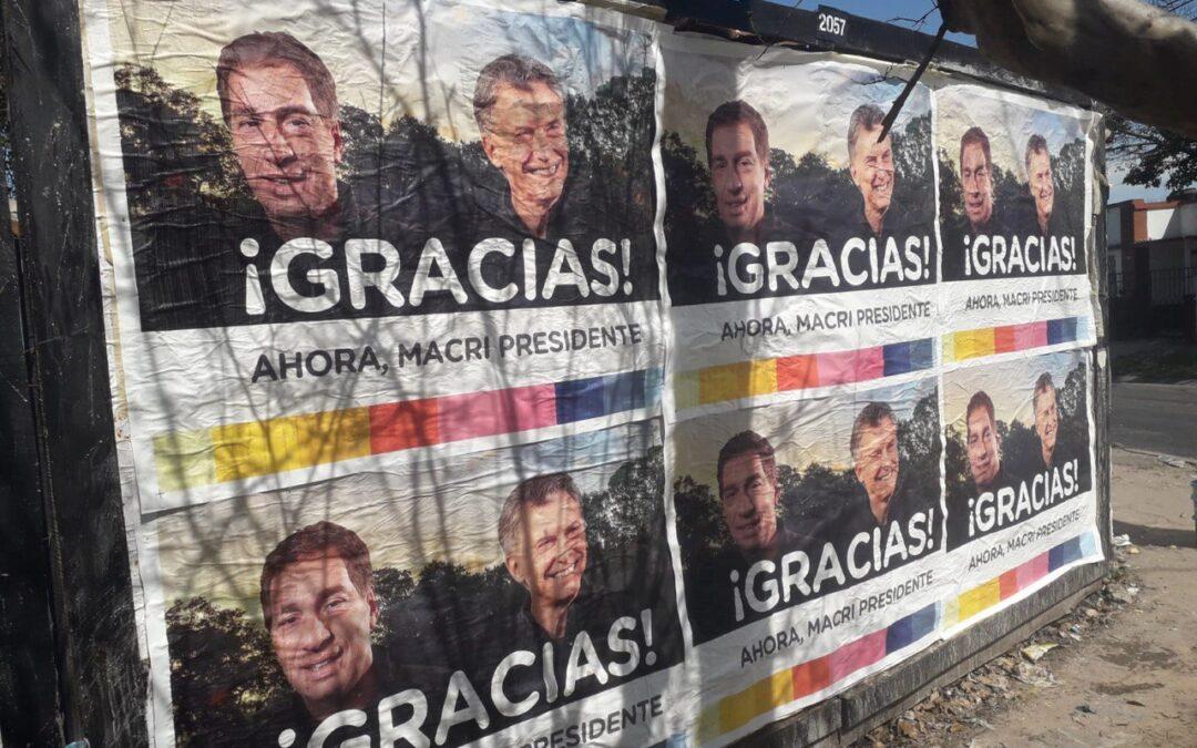 """""""Gracias, ahora Macri presidente"""": los curiosos afiches con los que empapelaron el Conurbano"""