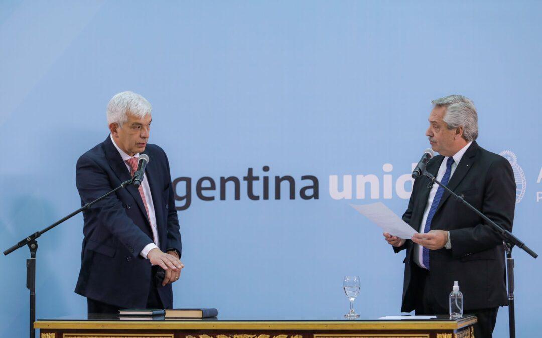 """Alberto tomó juramento a sus nuevos ministros: """"Nos enojamos con nosotros y debatimos de cara a la gente"""""""