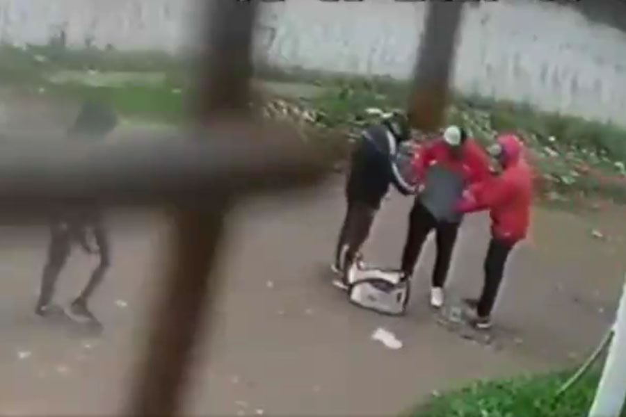 VIDEO: con total impunidad, tres delincuentes le robaron a un cartero en La Matanza
