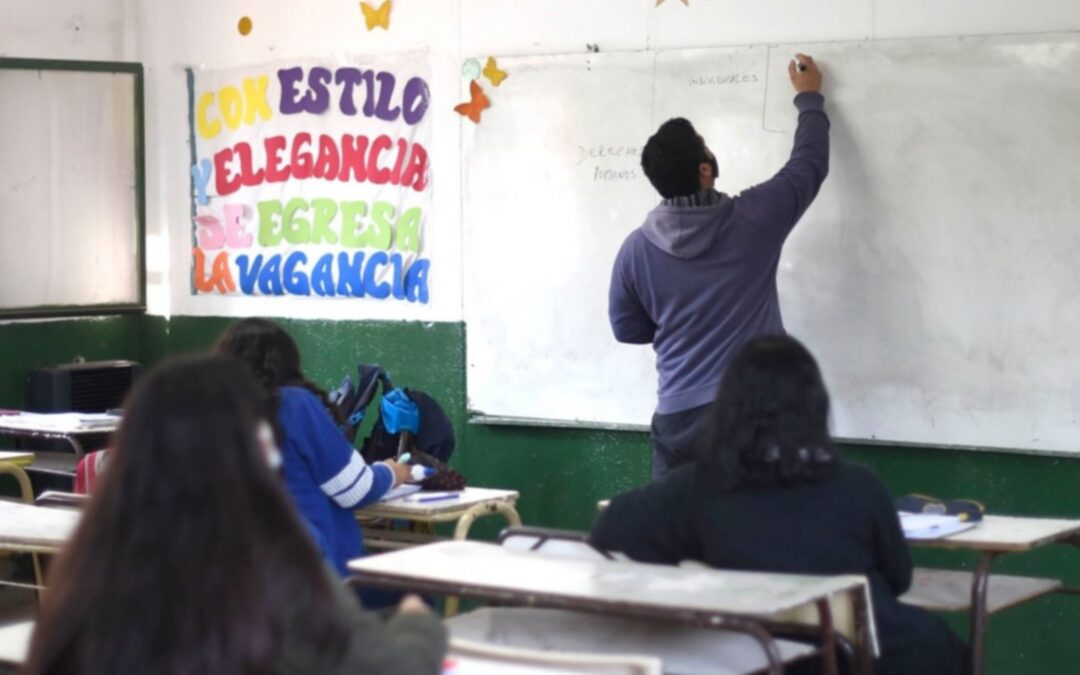 Provincia busca graduados y estudiantes avanzados para dar clases los sábados: inscripción y requisitos