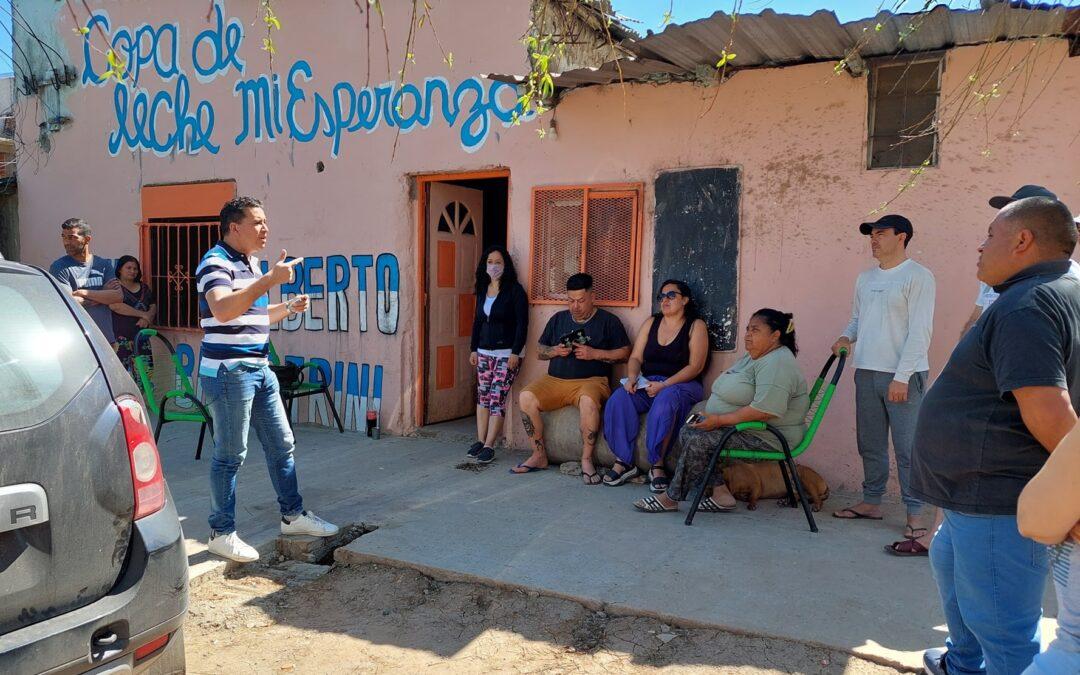 ¿Por qué el peronismo perdió votos en los barrios populares? La opinión del dirigente social Juan Enriquez