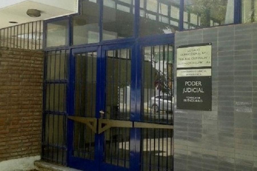Tres Arroyos: llevaba a su hija de 13 años a la habitación para que su pareja la violara