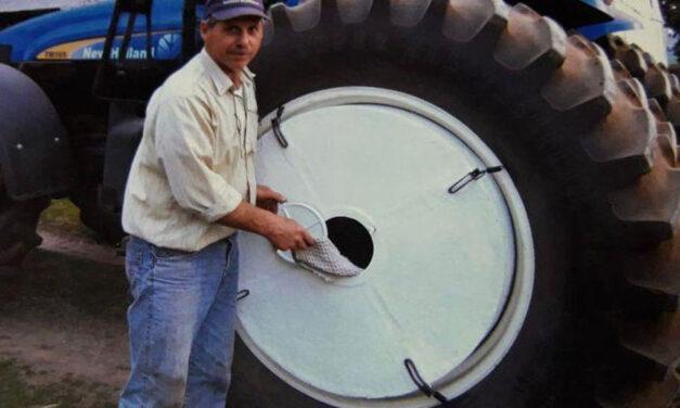 ¡Tremendo ingenio! Un productor agropecuario de Balcarce convirtió su tractor en lavarropas móvil