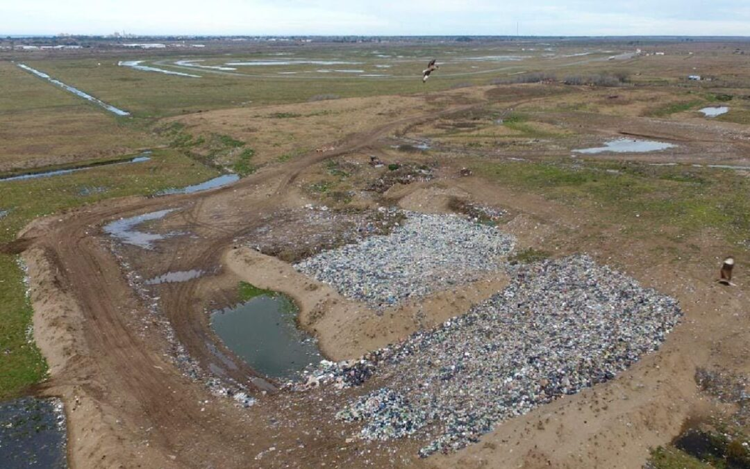 General Lavalle pide apoyo para expropiar el basural a cielo abierto de Pavón donde La Costa tira sus residuos
