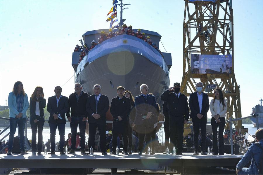 VIDEO.- El Astillero Río Santiago volvió a construir y botar un barco tras casi una década de inactividad