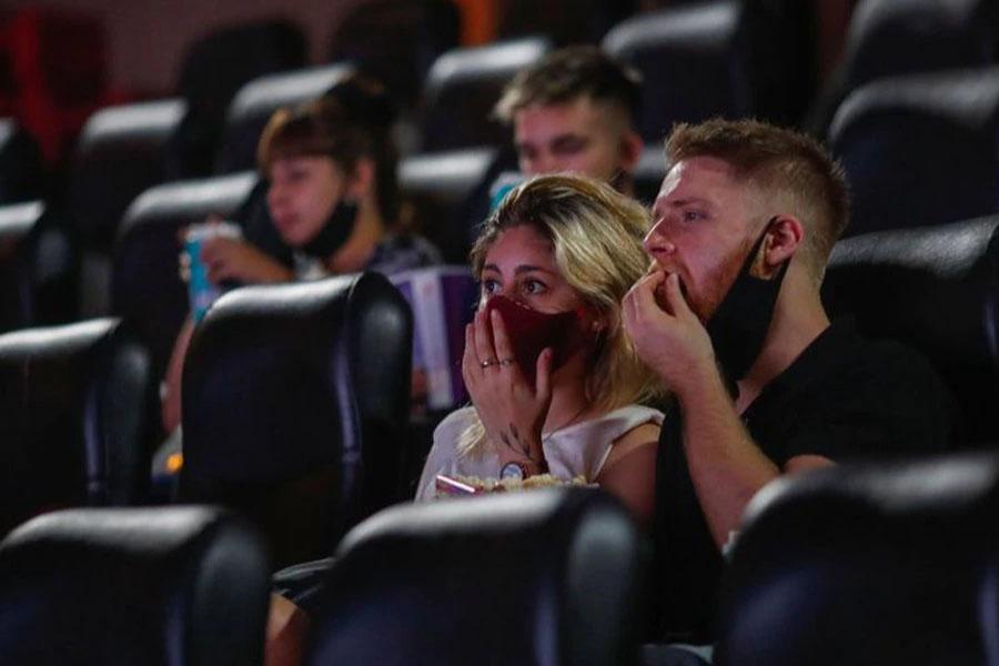Abrió la inscripción del bono de $5.000 para cines y teatros: cómo obtenerlo
