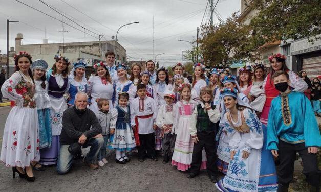 Con el tradicional Desfile de las Colectividades, cerró la 44° Fiesta del Inmigrante en Berisso