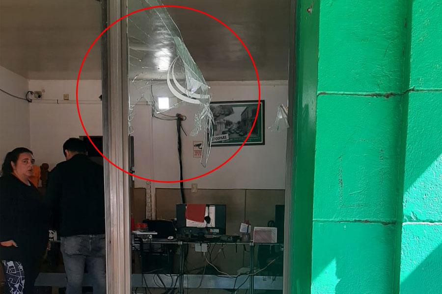 Pervertido en Ensenada: remisero se masturbó delante de una mujer y hubo destrozos en la agencia