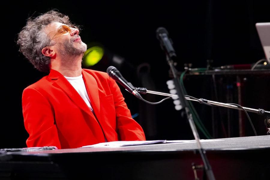 Fito Páez celebrará a Charly García en el Teatro Colón con un show libre y gratuito: cómo sacar las entradas