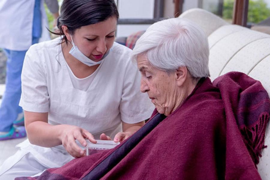 Provincia habilitó las salidas y reuniones sociales en geriátricos