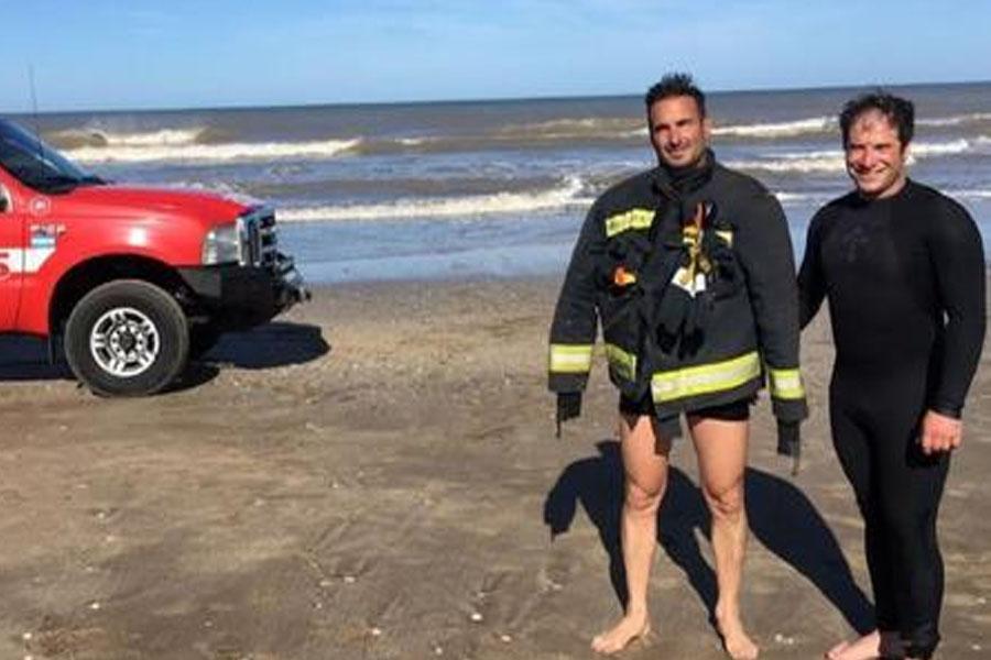 Dramático rescate: cayó al agua y pasó dos horas aferrado a su kayak en Mar de Ajó