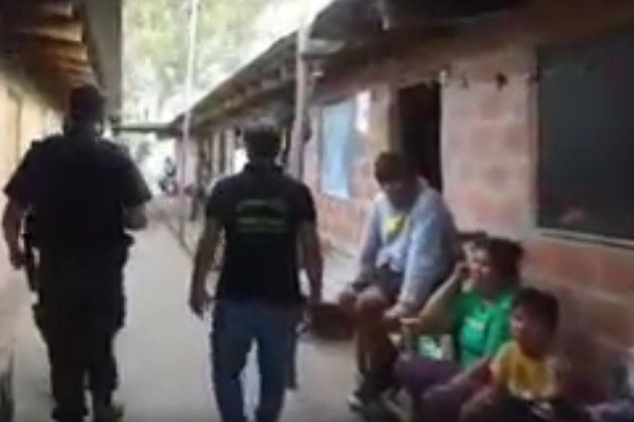 """VIDEO.- Megaoperativo de rescate por supuesta situación de """"esclavitud"""" en La Plata"""