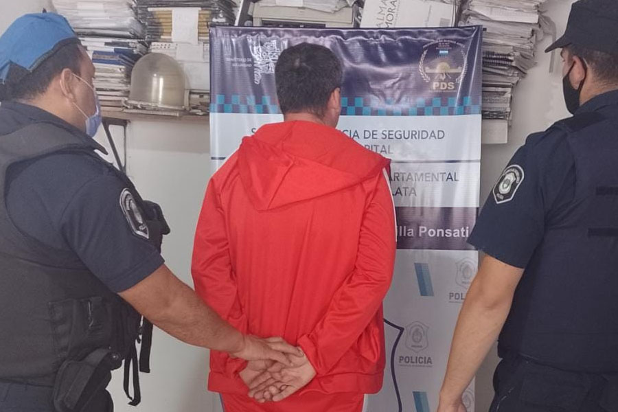 """Violencia y tiros en La Plata: """"retó"""" a su sobrino por consumir droga y recibió dos disparos por parte de los padres"""