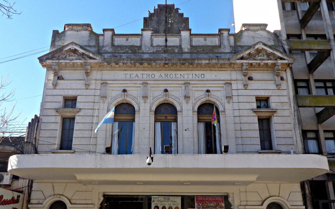 El Teatro Argentino de Mercedes reabrirá su renovada sala principal con la presentación de Alejandro Dolina