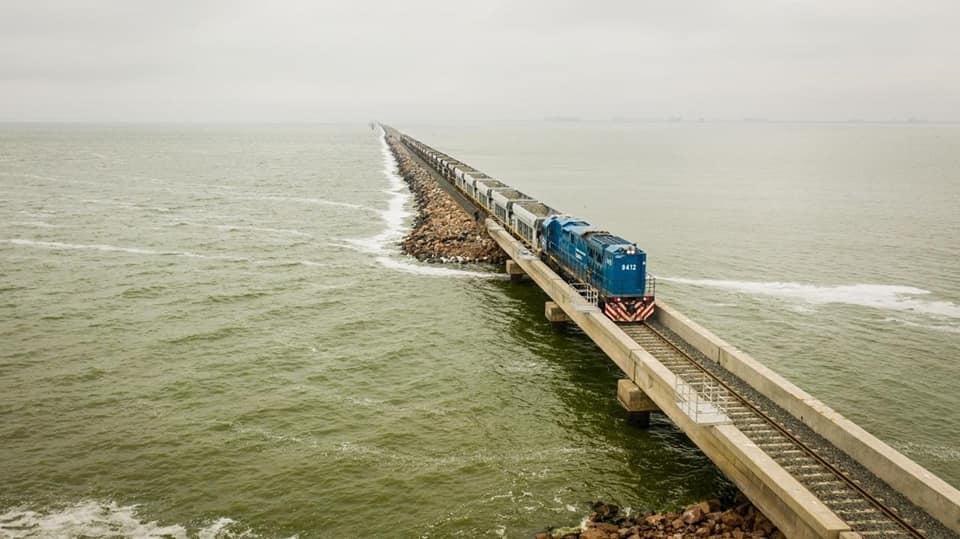 Luego de 4 años, el tren volvió a pasar por la laguna La Picasa